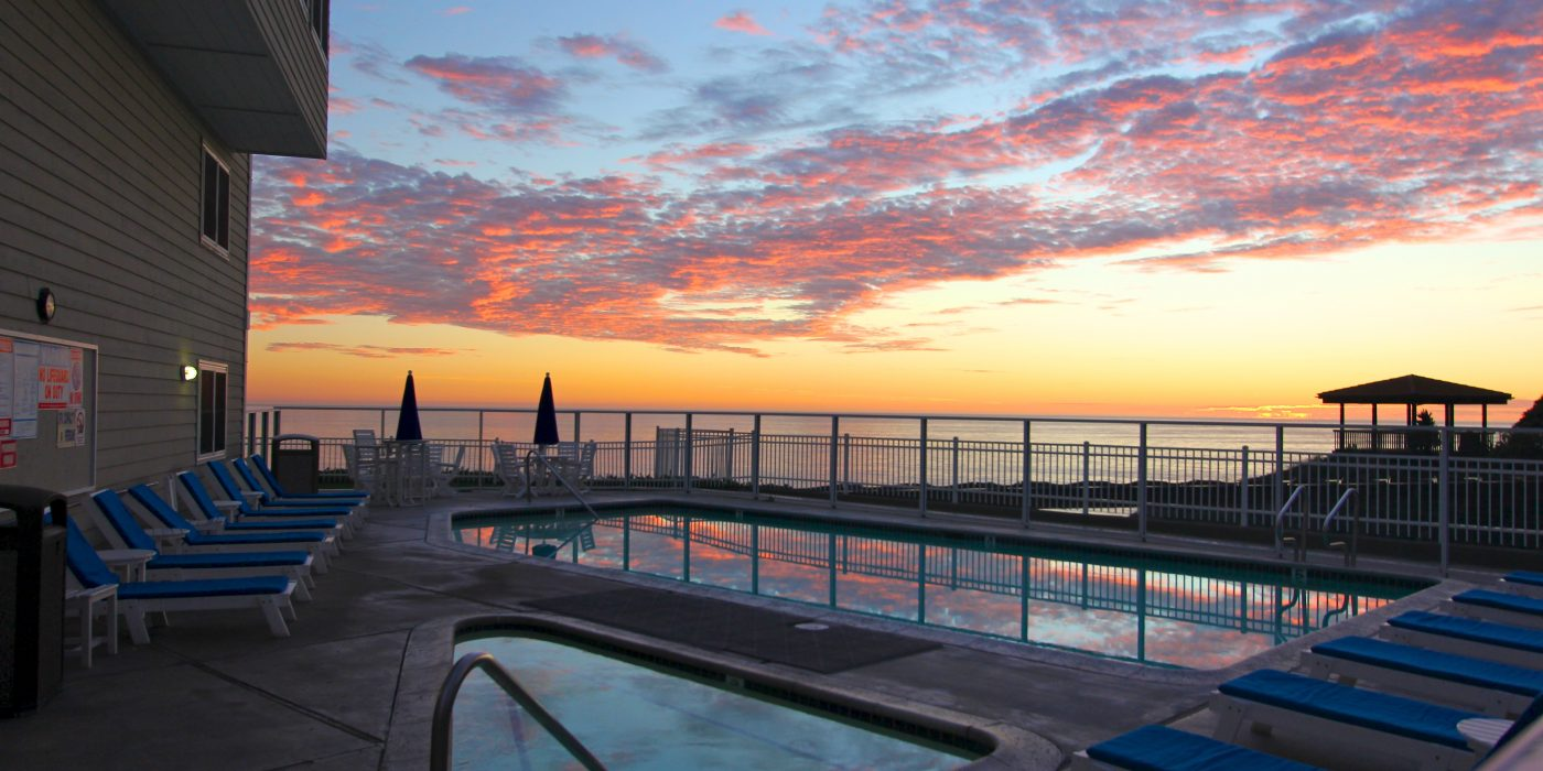 Pismo Lighthouse Suites Cotton Candy Sunset over Pool
